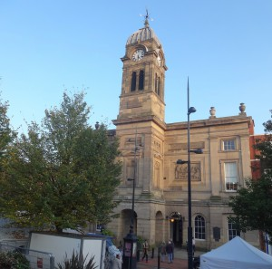 Guildhall containing a hall where market stalls still exist