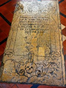 Tombstone 1658 Drawings of skulls were no uncommon in that period.